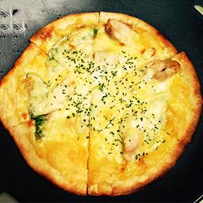 黒さつま鶏黒王の コンフィピザ